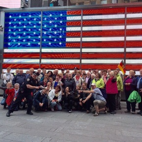 Ständchen und Photo mit und vor dem NYPD
